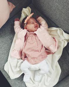 """221 mentions J'aime, 3 commentaires - Alexia Mäntylä (@aalexiam) sur Instagram : """"Tänk att du har redan gett oss kärlek i 4v ♥ ━━━━━━━━━━━━━━━━━━━━━━━━━━ #baby #babygirl…"""""""