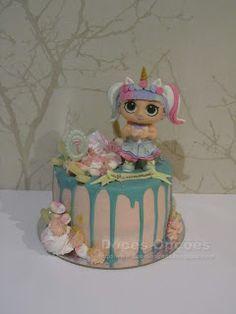 Doces Opções: Bolo de aniversário LOL Surprise! Bolo Fresco, Red Velvet, Chocolate, Birthday Cake, Lol, Desserts, Sugar Free Cakes, Birthday Cakes, Lactose Free Cakes