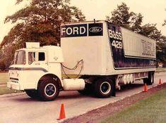 Ford Boss 429 Mustang hauler truck and trailer Big Ford Trucks, Old Trucks, Pickup Trucks, Semi Trucks, Sterling Trucks, Truck Transport, Fifth Wheel Trailers, Car Carrier, Vintage Trucks