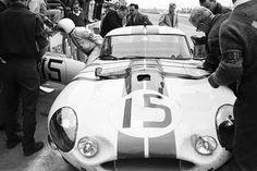 Jaguar E Lightweight Revell - 24 heures du Mans 1963 Sports Car Racing, F1 Racing, Race Cars, Jaguar Type E, Vintage Cars, Vintage Auto, Course Automobile, Le Mans 24, Historical Photos