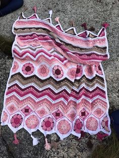 Crochet Square Patterns My Spicy Ripple - Free Pattern - My Spicy RippleThis crochet tutorial / pattern is available for free. Full post: My Spicy Ripple Chevron Crochet, Granny Square Crochet Pattern, Afghan Crochet Patterns, Crochet Squares, Granny Square Afghan, Crochet Granny, Crochet Crafts, Crochet Yarn, Free Crochet
