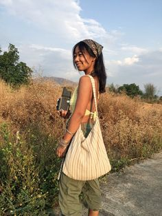 Indie Outfits, Cute Outfits, Fashion Outfits, Boho Fashion, Mode Hippie, Quoi Porter, Linen Bag, Summer Aesthetic, Mode Inspiration