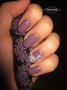 awesome lilla flowers by TokiaNails from Nail Art Gallery