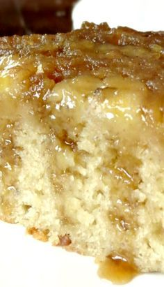 Banana Upside Down Cake ~ Fantastic. The cake is very moist with a punch of banana flavor, but not overwhelming at all. Recettes de cuisine Gâteaux et desserts Cuisine et boissons Cookies et biscuits Cooking recipes Dessert recipes Köstliche Desserts, Delicious Desserts, Yummy Food, Hawaiian Desserts, Homemade Desserts, Health Desserts, Chocolate Desserts, Chocolate Chips, Sweet Recipes