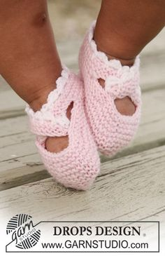 "DROPS slippers in garter st with crochet border in ""Baby Merino""."