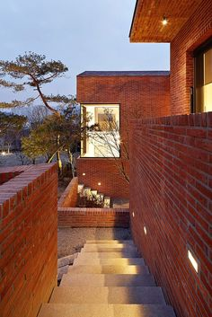 Fortress Brick House by Wise Architecture, photo: Noh Kyoung Houses in Sindang-dong, a neighbourhood in Seoul, Korea, are built right up against each other Brick Architecture, Architecture Photo, Residential Architecture, Building Structure, Brick Building, Building A House, Home Design Decor, House Design, Interior Design