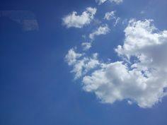 Día 24: Nube (Cloud). #FMSPhotoADay Nubes en un cielo azul casi perfecto.