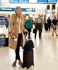 Do you know how to travel in style this thanksgiving? Check out these great tips from ours blog to fly past the jet lag. #fabula #brandzaffair #fashion