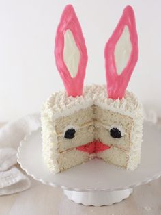 How adorable is this Bunny Surprise Cake? Perfect treat for the young ones for a festive Easter.