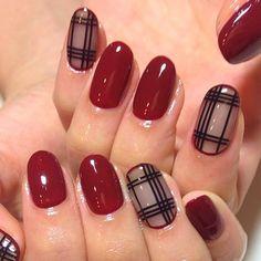 Fall nails in bordeaux red and checkered patterns - Burberry inspired nails! Nail Polish Art, Nail Polish Designs, Nail Art Designs, Love Nails, Pretty Nails, Burberry Nails, Wonder Nails, Gel Nagel Design, Plaid Nails