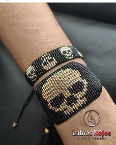 Bracelet Crafts, Loom Bracelets, Bracelet Patterns, Beading Patterns, Beadwork Designs, Native American Beadwork, Summer Bracelets, Fitness Bracelet, Bracelets