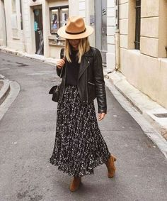 We've Found the Perfect Comfy But Feminine Outfit Combination (Le Fashion) - - We've Found the Perfect Comfy But Feminine Outfit Combination Source by Mode Outfits, Chic Outfits, Fall Outfits, Fashion Outfits, Womens Fashion, Fashion Trends, Tomboy Outfits, Skirt Outfits, Fashion Clothes