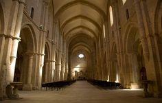 Abadía de Fossanova, Italia © www.lepalmevillage.it