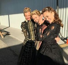 Reign, behind the scenes of season 4 via Twitter. Leeza, queen of Spain, princess Claude and Catherine.