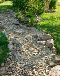 Beautiful Dry River Backyard Landscaping Ideas on Budget – Page 75 of 75 - DIY Garten Landschaftsbau River Rock Landscaping, Landscaping With Rocks, Outdoor Landscaping, Outdoor Gardens, Landscaping Ideas, Hillside Landscaping, Diy Dry Stream, Stream Bed, Landscape Design