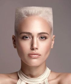 Ladies Ultra Short Haircuts : Photo
