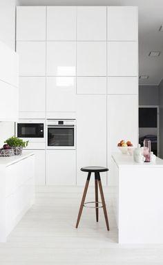 Posh Mid-Century Industrial Design Interior Ideas | www.delightfull.eu #delightfull #midcentury #interiordesignideas #loftideas #interiordesign #midcenturylamps #scandinaviandesign