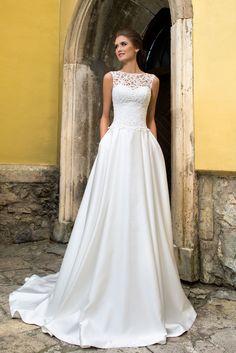 Elegantné dlhé svadobné šaty so saténovou sukňou a čipkovaným živôtikom