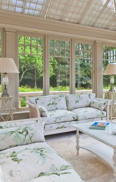 Small floral imperia conservatory sofa Conservatory Interiors, Conservatory Furniture, Beautiful Sofas, Beautiful Things, Sunroom Decorating, Outdoor Furniture Sets, Outdoor Decor, Interior Exterior, Interior Design Living Room