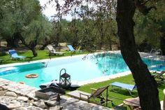 Deze bestemming is ideaal voor een nazomer-tripje als je nog geen schoolgaande kinderen hebt. Deze Griekse huisjes zijn dan goed betaalbaar, en bieden een heerlijke week rust, in een prachtige omgeving met nog lekker warm weer.  http://www.me-to-we.nl/het-ultieme-griekse-zomergevoel-vind-je-hier/