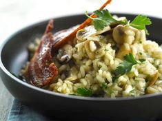 Risotto with chorizo and mushrooms: discover the cooking recipes of Femme Actuelle Le MAG – Famous Last Words Mexican Dinner Recipes, Cuban Recipes, Low Carb Recipes, Cooking Recipes, Healthy Eating Tips, Healthy Nutrition, Risotto Au Chorizo, Mushroom Recipes, Food Inspiration