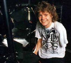 Rick Allen Def Leppard's  Drummer. I gotta recognize. Amazing