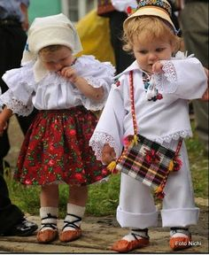wish my babies could come with us!Romanian children in traditional garb. (Romania, Eastern Europe) www. Kids Around The World, We Are The World, People Of The World, Precious Children, Beautiful Children, Beautiful People, Romania People, Art Populaire, Baby Kind