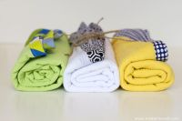 DIY Gauze Swaddle Blankets for baby! Light and breathable.great for a nursing cover too! Baby Sewing Tutorials, Baby Sewing Projects, Craft Projects, Sewing Patterns, Baby Swaddle, Swaddle Blanket, Baby Bibs, Swaddling Blankets, Quilt Binding Tutorial