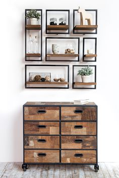 With just 5 modules you can create unlimited SHELFMATE compositions. Here's one that perfectly suits d-Bodhi's dresser out of the Pure collection.