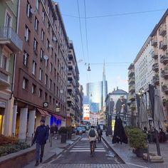 #Milano città dove sogni e desideri forse diventano realtà. Città di speranze e di scorci che sanno stupire. #inLombardia #Lombardia