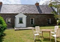 3 Bedroom Home in Ventry to rent from pw. With Log fire. Cottages By The Sea, Beach Cottages, Country Cottages, Irish Beach, Log Fires, Open Fires, Beach House, Shed, Outdoor Structures