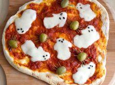 Fun Ghost pizza for Halloween! Fun Ghost pizza for Halloween! Source by meandmyinsanity Halloween Pizza, Dessert Halloween, Halloween Goodies, Halloween Food For Party, Halloween Ghosts, Halloween Treats, Halloween Dinner, Halloween Night, Happy Halloween