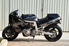 Gsxr 1100, Suzuki Gsx R 750, Custom Cafe Racer, Cool Cafe, Motorcycle Art, Sportbikes, Mopeds, Cafe Racers, Helicopters