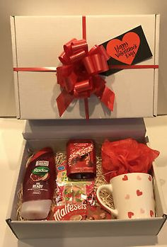 Valentines Day Husband, Cute Valentines Day Ideas, Valentines Surprise, Birthday Gifts For Boyfriend Diy, Valentines Day Birthday, Valentines Day Gifts For Her, Birthday Thank You, Hampers For Her, Gift Hampers
