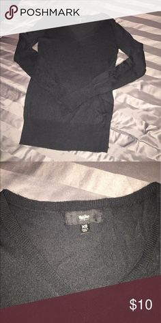 🔴4 FOR $10🔴BLACK V-NECK MOSSIMO SWEATER XS VERY NICE BLACK V-NECK MOSSIMO SWEATER.  IN EXCELLENT CONDITION.  ITS AN XS, BUT CAN FIT A SMALL ALSO.  💖THANK YOU FOR THE LIKE!  BIG DEALS!  EVERYTHING UNDER $10 is 4 FOR $10!  EVERYTHING UNDER $20 IS 4 FOR $20!  PLEASE FEEL FREE TO ASK ANY QUESTIONS! 💖 Mossimo Supply Co Sweaters V-Necks