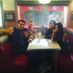 """Hey,wanna join us? Riverdale Tv Show, Riverdale Tumblr, Riverdale Comics, New Riverdale, Riverdale Fashion, Riverdale Archie, Netflix Series, Tv Series, Verona"
