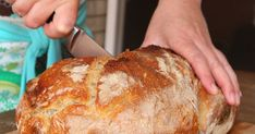 Ez a békebeli kovászos fehér kenyér a mi mindennapi kenyerünk. A jól bevált, természetes kovásszal készült fehér kenyerünk. A ... Hungarian Recipes, Ciabatta, Cata, Kitchen Hacks, Bread Recipes, Cooking Tips, Entrees, Bakery, Paleo