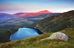 Ledovcové jezero Velký Staw na polské straně Krkonoš