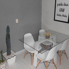 A nossa queridinha cadeira Eames acaba de ganhar destaque na sala de jantar do @meu.ape_203 Cantinho mais do que agradável tem até um A parece cinza também está linda!!! #moblybr #mobly #lar #tendenciadecoração #home #design #inspiration #decor #decoration #homedecor #casa #decoracao #inspiracao #homedecoration #casanova #instahome #instadesign #homedesign #homestyle #lardocelar #homesweethome #meuape