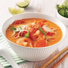 Soupe thaïe aux crevettes à la mijoteuse - 5 ingredients 15 minutes Thai Recipes, Asian Recipes, Soup Recipes, Healthy Recipes, Healthy Food, Thai Shrimp Soup, Vegetarian Lifestyle, New Cooking, Winter Food