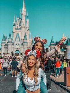 Disney's Magic Kingdom Disney World Outfits, Disney World Fotos, Disney World Trip, Disney Vacations, Disney Trips, Disney Disney, Disneyland Paris, Disneyland Photos, Cute Disney Pictures
