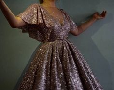 image discovered by j'eѕpere le revoιr lα-вα dαɴѕ l'αυ-delα. Discover (and save!) your own images and videos on We Heart It Grad Dresses, Homecoming Dresses, Evening Dresses, Formal Dresses, Dresses Dresses, Pretty Dresses, Beautiful Dresses, Looks Plus Size, Dream Dress