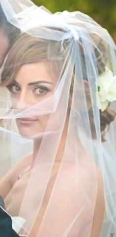 Beautiful bride - photo by Hazy Lane Studios
