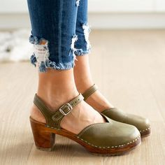 014eb377043 Summer Flat-bottomed Buckle Solid Color Sandals in 2019 ...