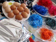 μικρή κουζίνα: Πώς βάφουμε αυγά με κλωστές Eggs, Easter, Blog, Easter Activities, Egg, Blogging, Egg As Food