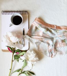The Eloise Shorts feature a flat front waist band and gathered back. These pull on shorts are low rise and cheeky cut. They make for cute and sexy sleepwear! The contrasting band allows you to work with fun fabric combinations. Experiment with trimming the legs in lace or other trims.Skill...