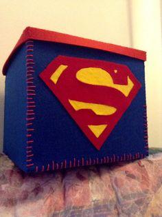 Scatola con logo di Superman