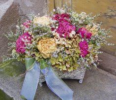Dekorace+pro+milou+zákaznici+Sušené+květiny+v+krásné+reliéfní+patinované+nádobě.+Velikost+37+x+28+cm