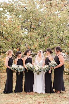 bride poses with 5 bridesmaids in New Jersey | Classic fall wedding at the Mill Lakeside Manor in New Jersey photographed by Idalia Photography. Planning a classic wedding? Find inspiration here for your wedding day! #IdaliaPhotography #TheMillLakesideManorWedding #ClassicFallWedding