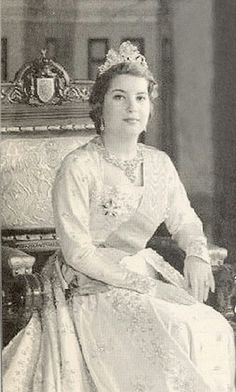 Queen Nariman of Egypt. She was the second wife for king Farouk , and she was the last queen for Egypt.